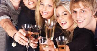 Какие развлечения придумать для проведения за праздничным столом
